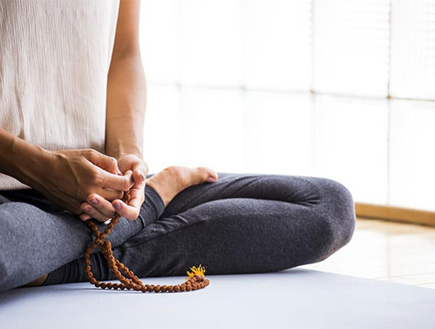 Cómo me ayudaron el yoga y la nutrición a sobreponerme del desorden tiroideo