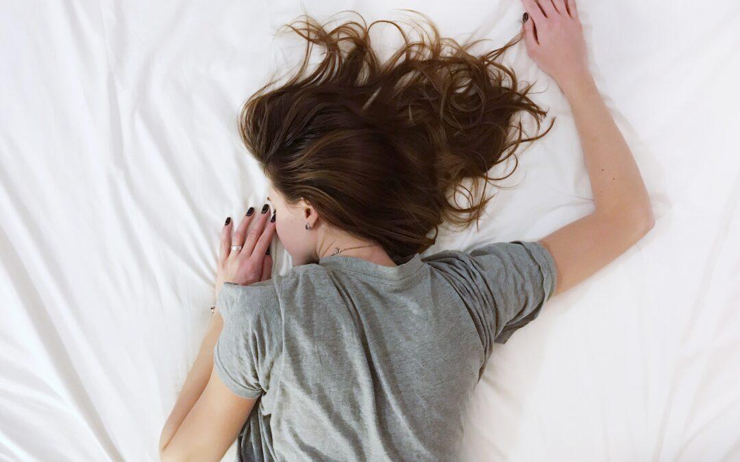 Problemas hormonales y del sueño: Un pez  que se muerde la cola